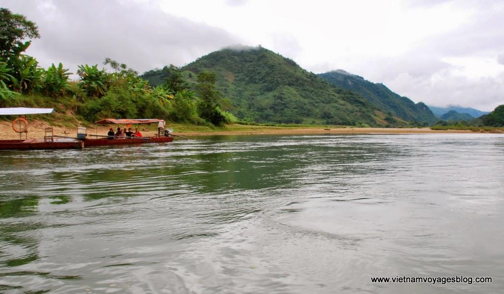 Đi thuyền khám tham quan sông Chảy ở Bảo Nhai