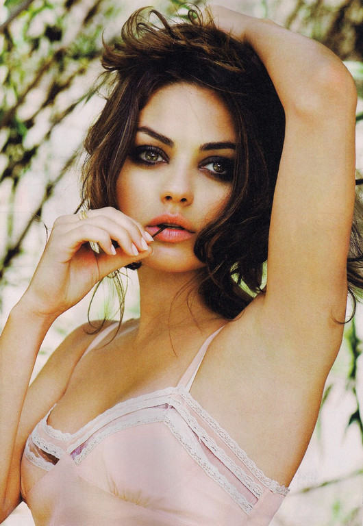 mila kunis bioclass=