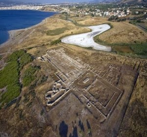 Πανόραμα της Χριστιανικής βασιλικής Λεχαίου, επινείου της Ακροκορίνθου όπου ο ναός της Αφροδίτης.