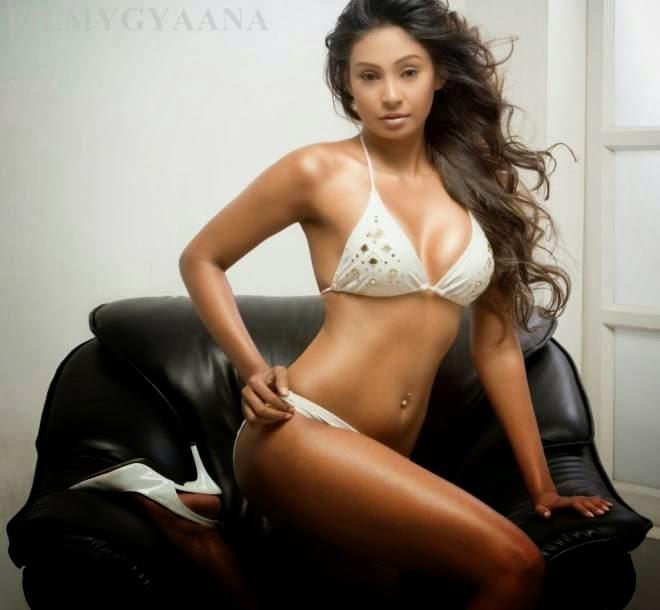 simran khan looks hot in bikini