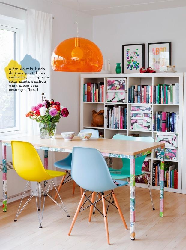 t?midos s?o as salas de jantar com cadeiras coloridas uma sa?da j? ...