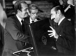 El rey Juan Carlos con el dictador Videla.