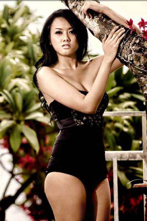 devi liu pose seksi di majalah male asian models gallery