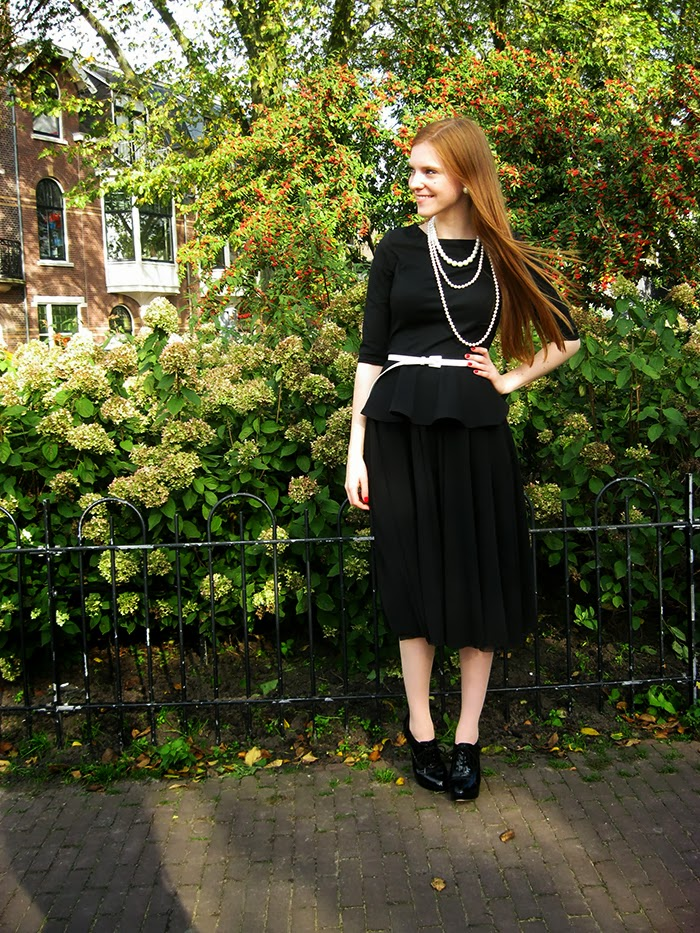 Coco Chanel Exposition Outfit Fifties 50s blogger vintage fashion pearls