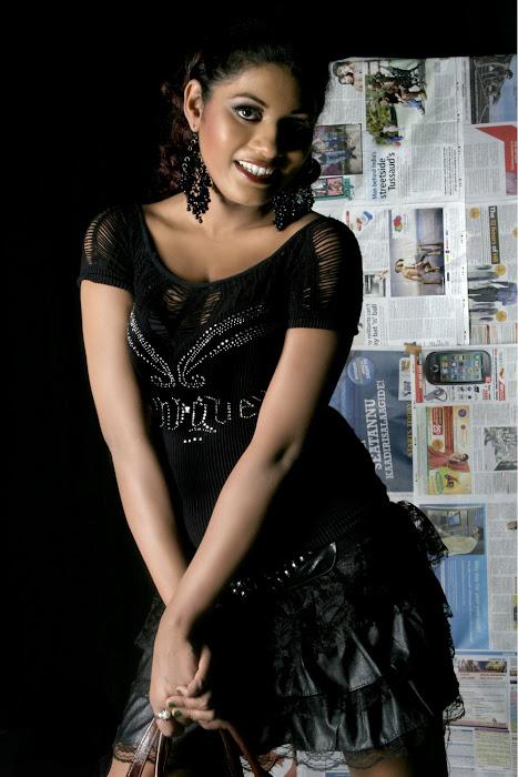 alisha manroo spicy actress pics