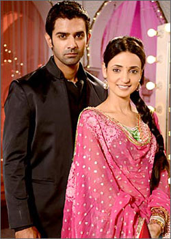 Hindi Drama Serial: Iss Pyaar Ko Kya Naam Doon 27th Oct 2011