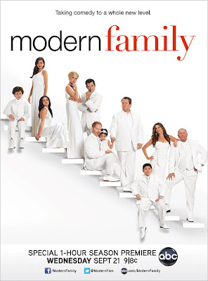 Watch Modern Family: Season 3 Episode 16 Hollywood TV Show Online | Modern Family: Season 3 Episode 16 Hollywood TV Show Poster