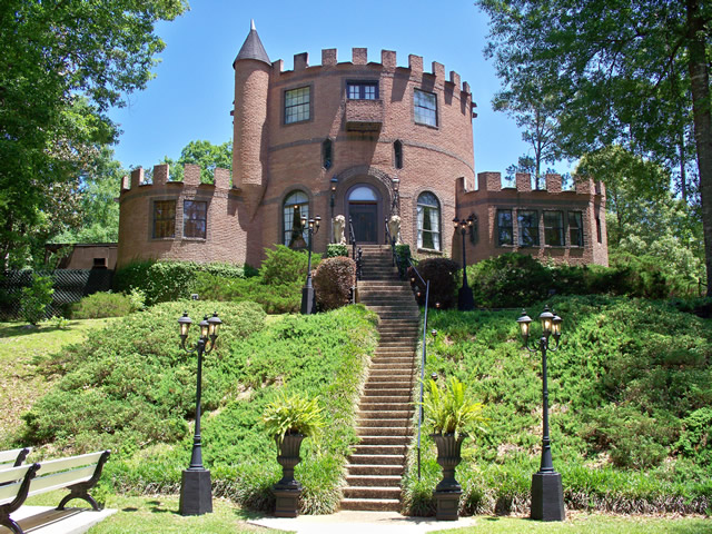 Louisiana Castle Is The Perfect Option To Have Wedding Of Their Dreams Without Inconvenience And Expense Other Locations