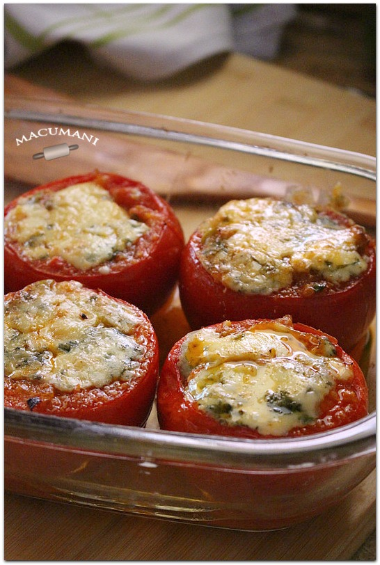 Tomates rellenos al horno con queso azúl. Recetas de Macumani