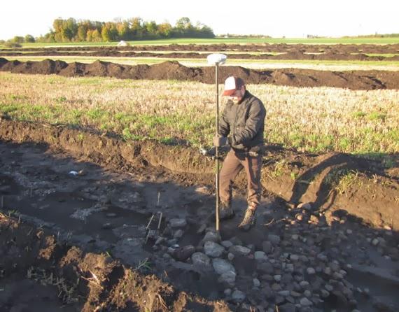 Au cours duun sondage de terrain avant la duun nouvel for Sondage terrain avant construction