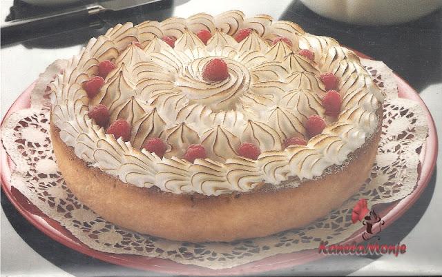 Tarta de merengue y frambuesas