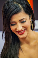 Shruthi Hassan Hairstyle