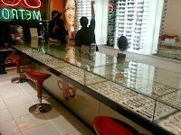 furniture semarang - etalase toko kacamata 04