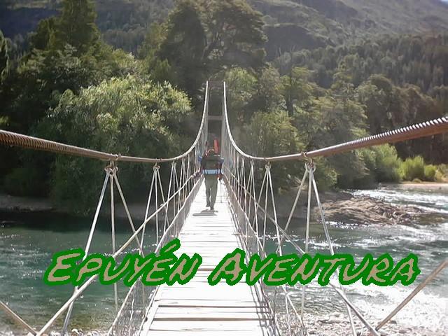 Cruzando un río patagónico - Patagonia Andina
