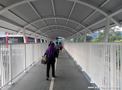 Jalan Keluar Dari Stasiun Commuter Line Baru Palmerah