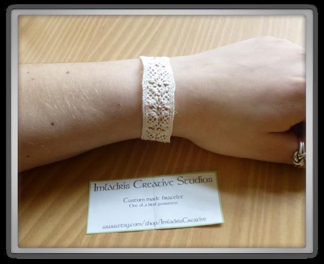 Kante armbandje met roos gouden studs  Imladris Creative Studios