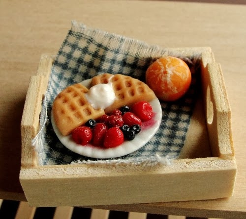 11-Breakfast-in-Bed-Small-Miniature-Food-Doll-Houses-Kim-Fairchildart-www-designstack-co