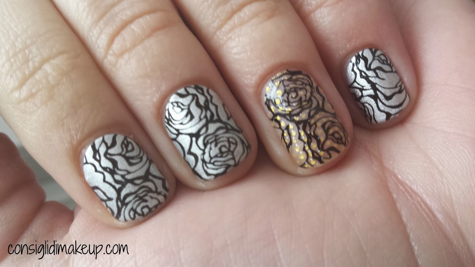 NOTD: Nail Art Dozen Roses - Avon