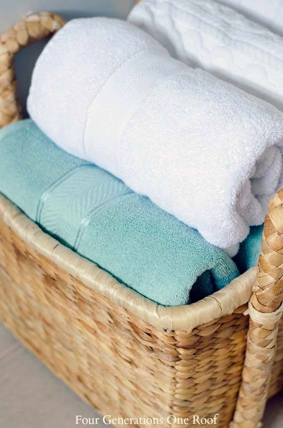 ways to hang bath towel decoratively ayanahouse. Black Bedroom Furniture Sets. Home Design Ideas