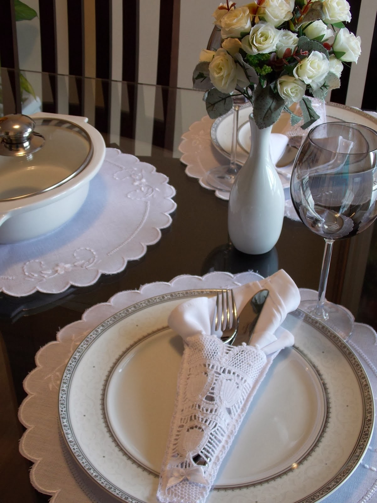 Ama de casa casada se folla al comercial y al instalador - 1 part 2