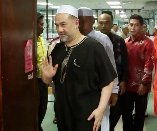Gambar Sultan Kelantan Melawat Nik Aziz Sakit Di HUSM