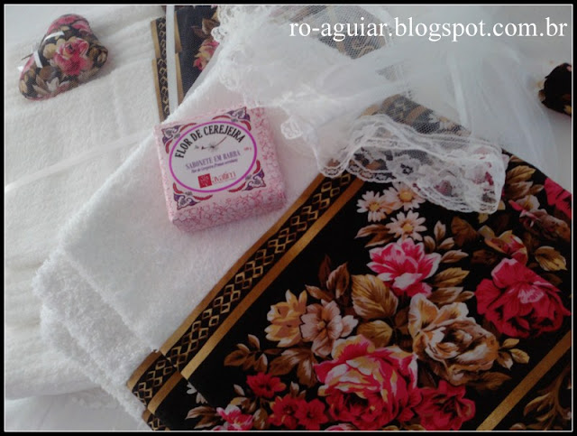 Toalha de banho com barrado de tecido