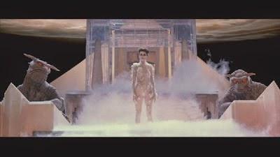 El maestro de llaves, la guarda barreras y Gozer el Gozeriano se reunen a fin de completar el ritual para liberar a Zuul.