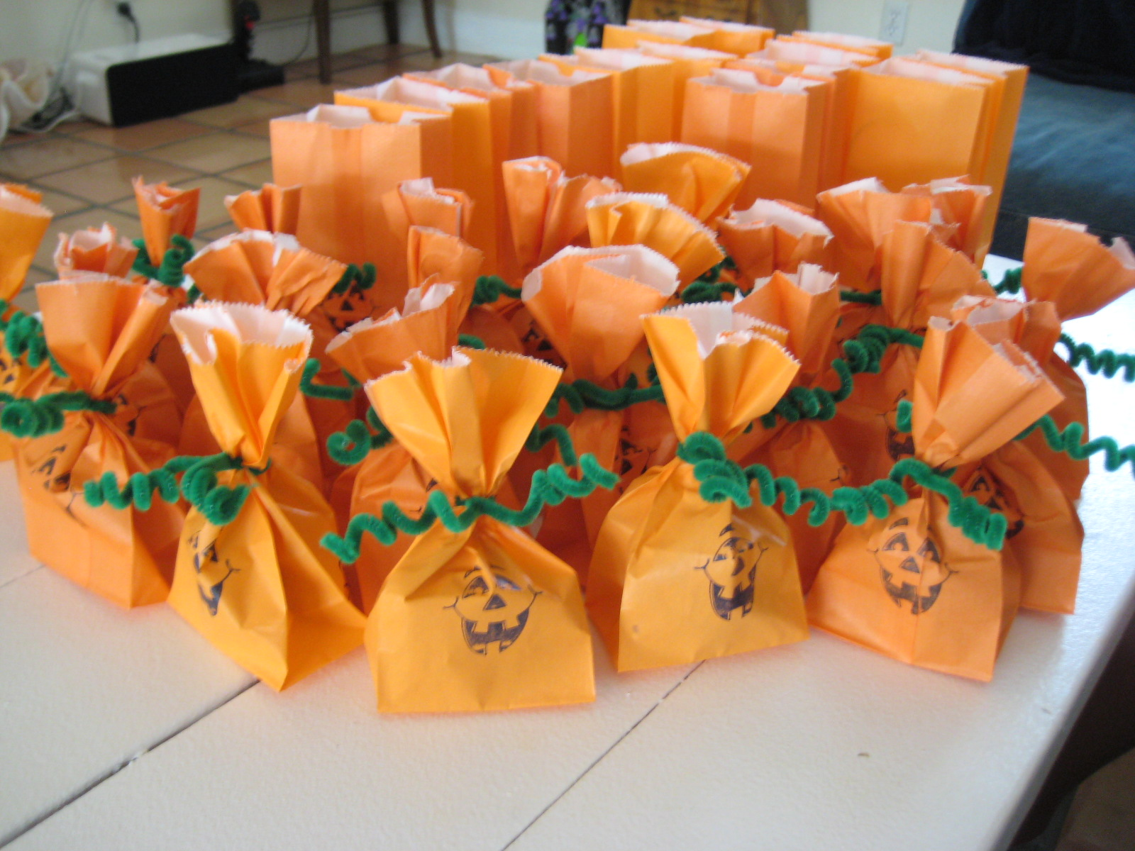 27 diy creative treat bag party favor ideas for halloween