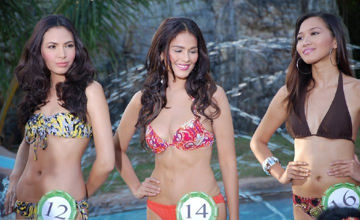 iza calzado sexy 2-piece bikini photo 10