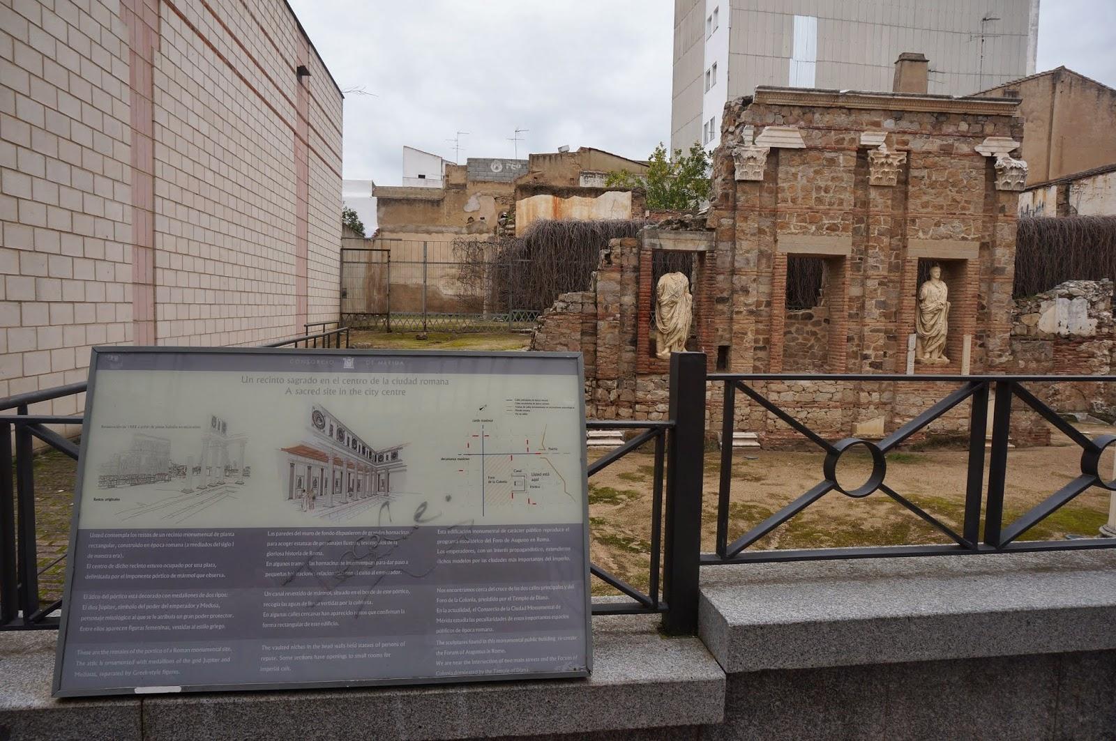 Ver su réplica original e historia del Pórtico del Foro