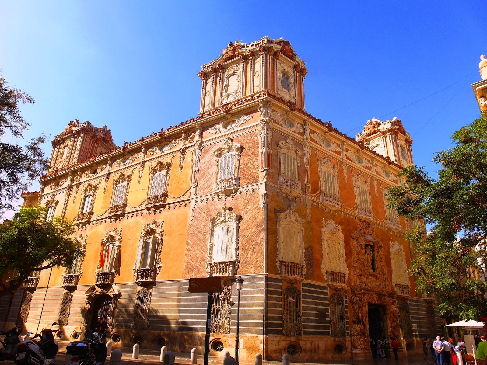 City lover reser : valencias strand och ett vackert palats