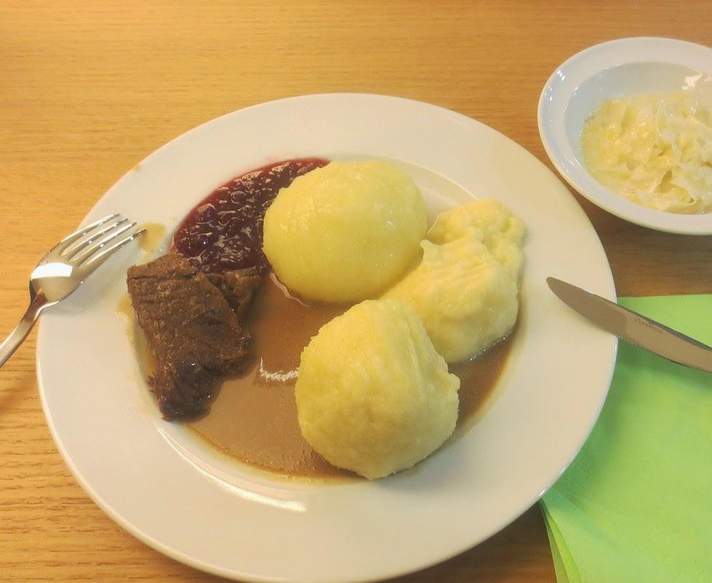 Kartoffelklöße - drei Sorten auf einem Teller