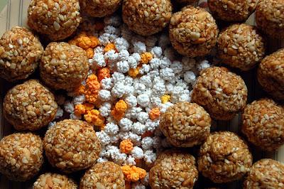 narkel naru ladoo coconut balls