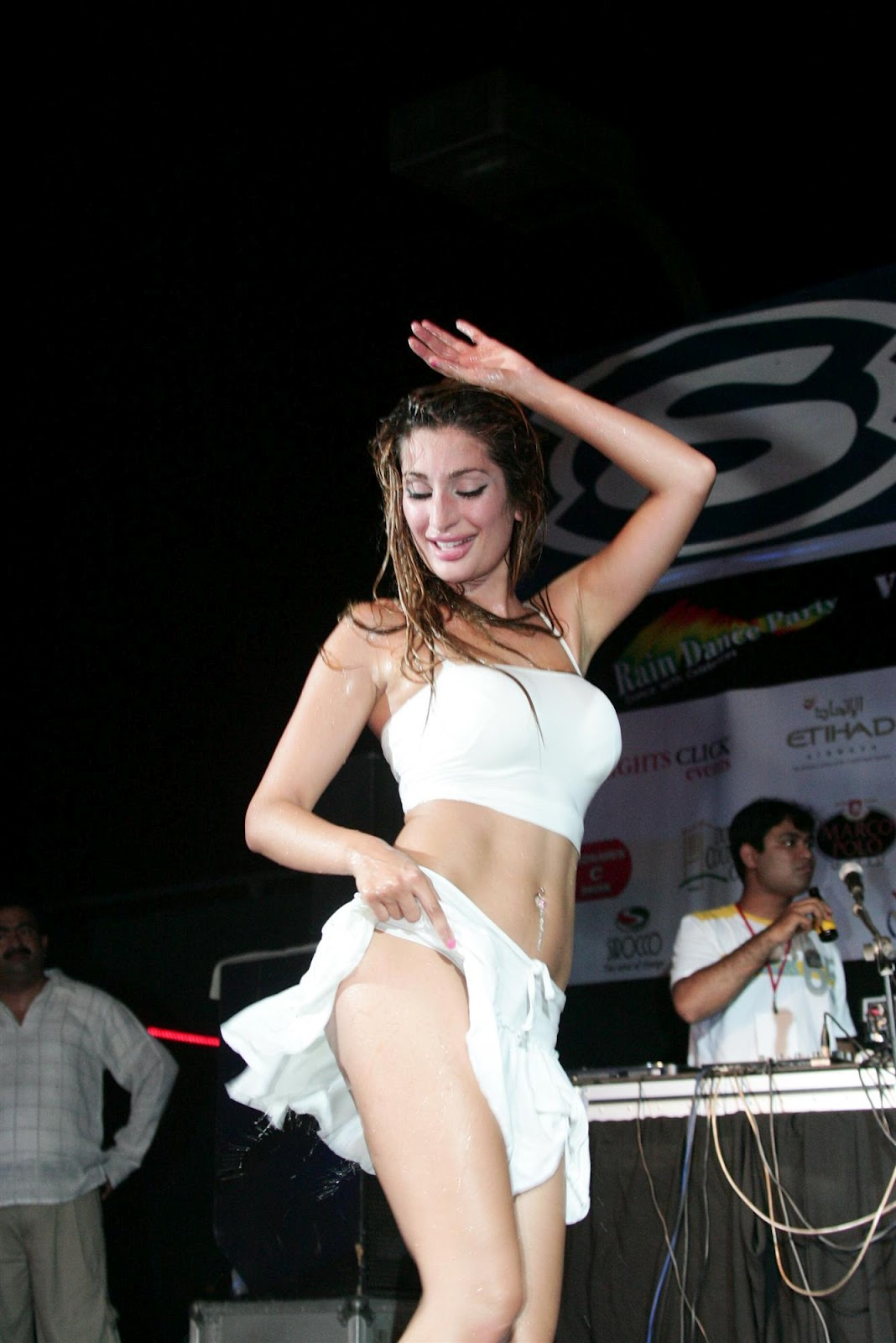 Negar Khan Super Hot Live Performance In White Short Skirt