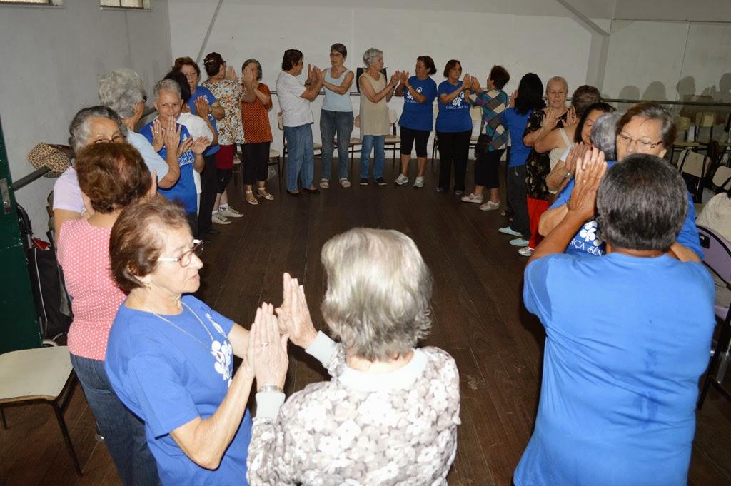 Aula do Grupo de Dança Sênior promovido pela Prefeitura no Ginásio Pedrão