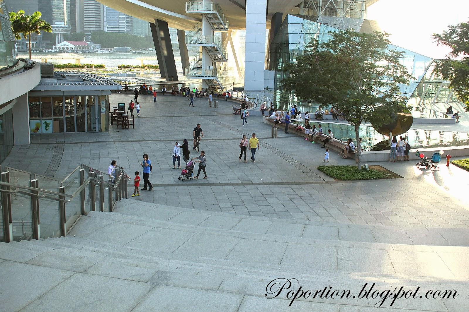 marina bay sands mall outside