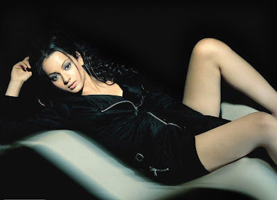Kangna Ranaut Hot legs Wallpaper