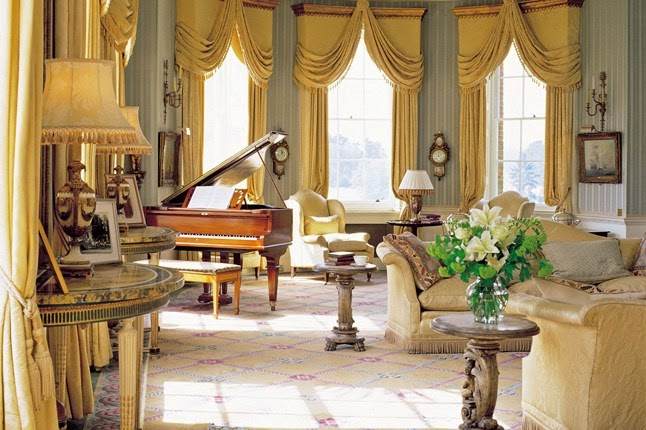 images for buckingham palace inside queens bedroom