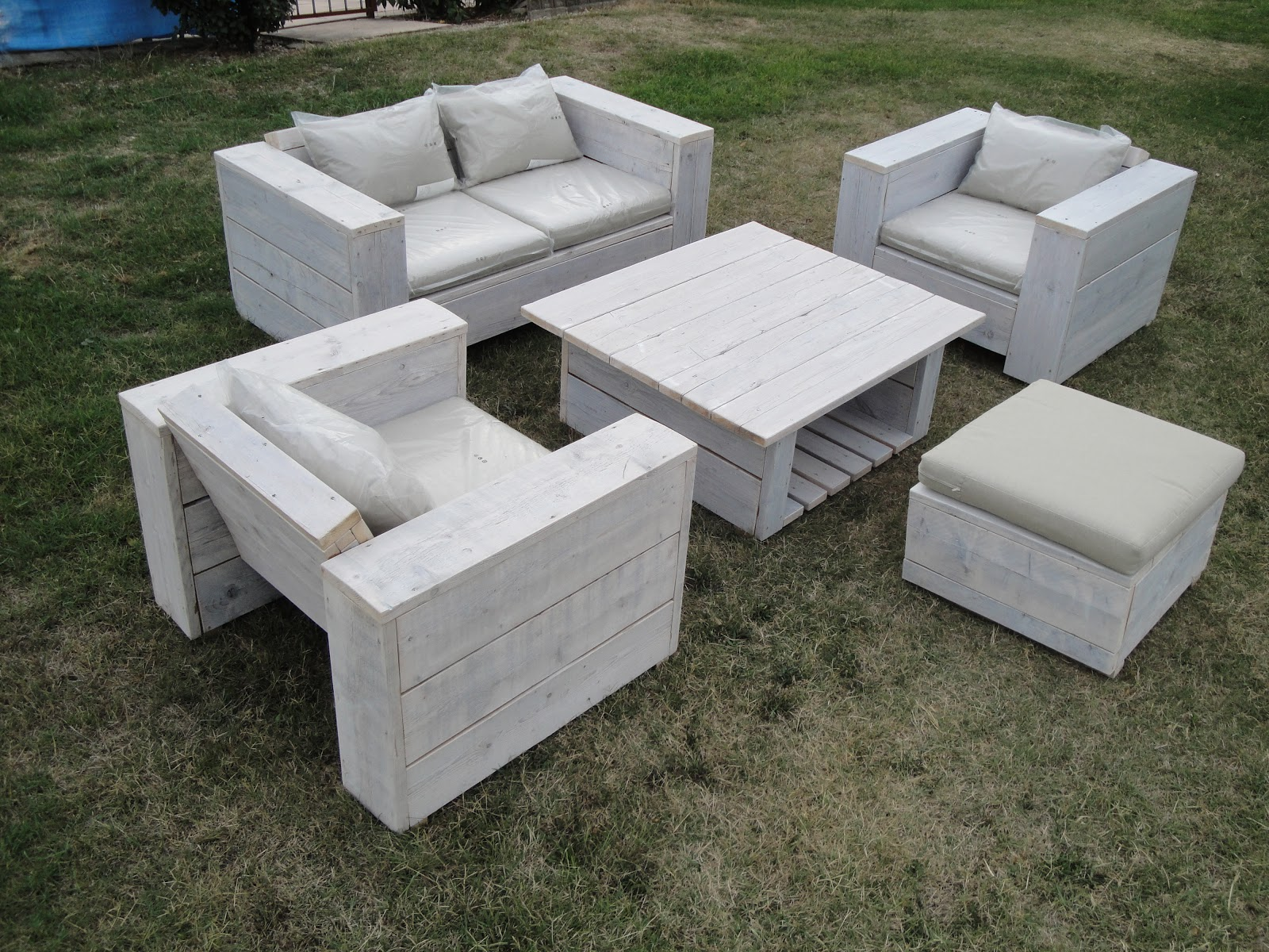 La planche brute sp cialiste du meuble en bois recycl for Ameublement exterieur