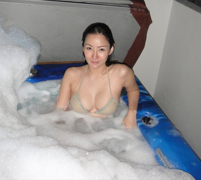 paulene so bathtub bikini photo 04