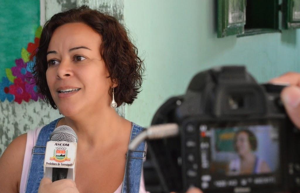 Izabel Costa, diretora da escola, diretora da escola Albino Teixeira da Rocha, pontua que unidade terá biblioteca e laboratórios de ciências e de informática