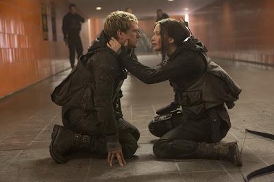 Peeta y Katniss. Tráiler final de 'los Juegos del Hambre: Sinsajo. Parte 2'. MÁS CINE. Noticias. Making Of