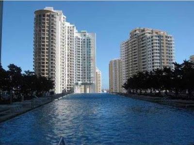 Condominio de lujo con vista al Rio de Miami y a la Bahia