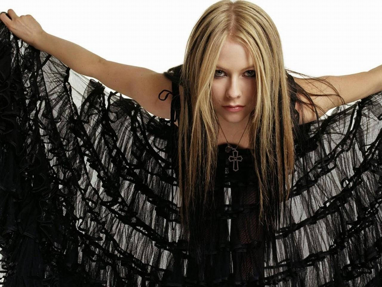 http://3.bp.blogspot.com/-wpqrUEt7N2U/UNvNs5TyQ1I/AAAAAAAAAJk/EBzldYOAUqk/s1600/Avril+Lavigne+4.jpg
