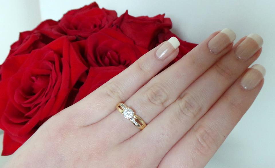 We're engaged, I got engaged!