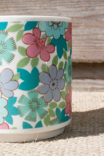 Grande tasse/mug fleurie années 70 ! Idéal pour un mug/cake !