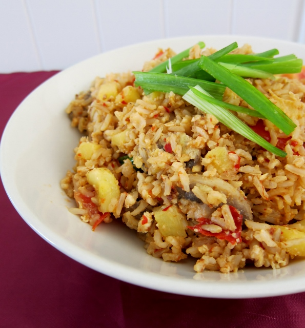 Nomsies Kitchen : Thai Style Pineapple Fried Rice