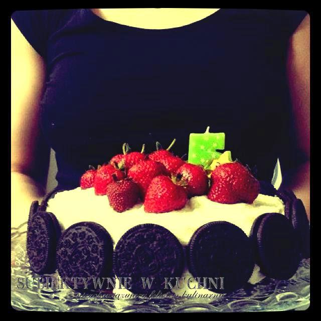 tort czekoladowy z truskawkami, oreo, m&m