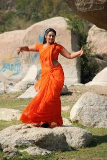 Samvritha-Sunil-Latest-Stills-in-Saree