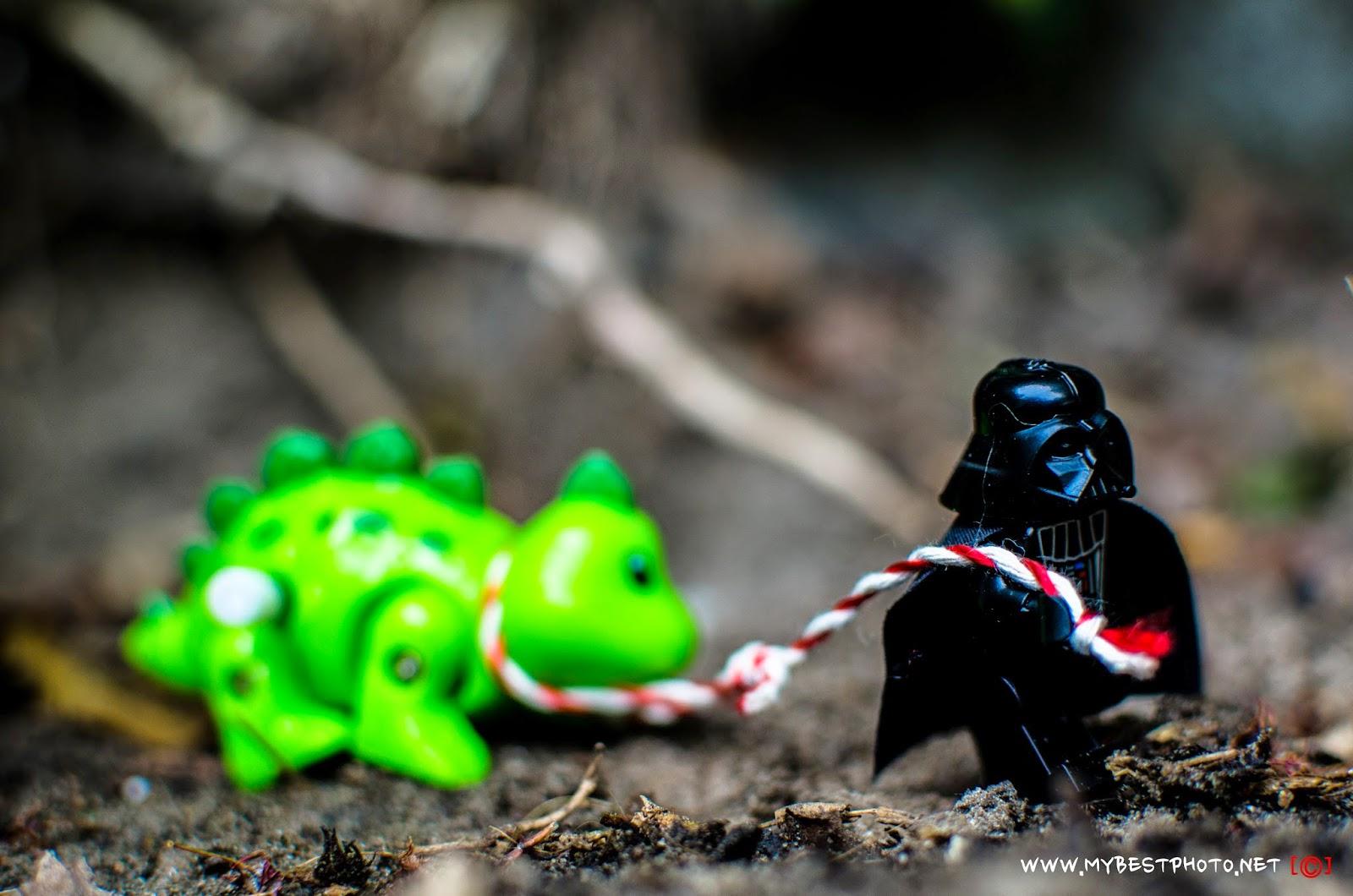 Lego Minifigure Star Wars Darth Vader & Dino - Wallpaper
